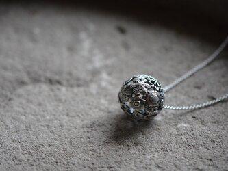 snow ball pendantの画像