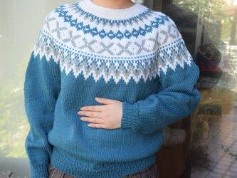 ブルーグリーンセーターの画像