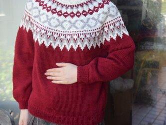 今年柄の赤セーターの画像
