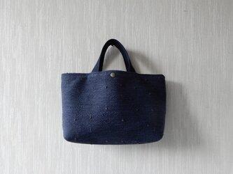 【受注制作】裂き織りのバッグ Mサイズ横長 紺の画像