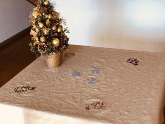クリスマス刺繍のテーブルクロスの画像