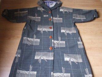 アンティークなとんぼ柄のフード付きコート ウールの画像