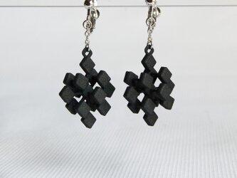 cube・黒・イヤリングの画像