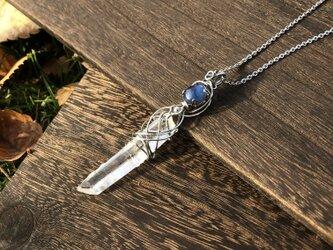カイヤナイト×ポイント水晶のペンダントの画像