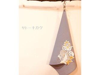 ☆木綿のハンカチーフ×刺繍モチーフ☆(薄グレー:からし) 【送料無料】の画像