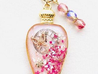 香水瓶キーホルダー 蝶(夢時計)の画像
