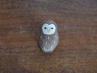 革ブローチ フクロウの画像