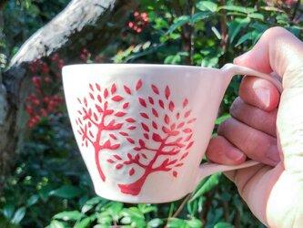 マグカップ―kakiotoshi red 赤い木と二羽の鳥の画像
