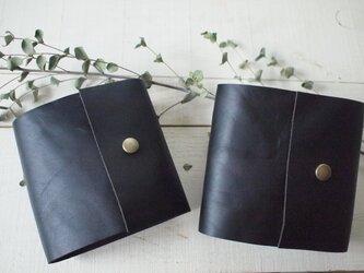 本革 手のひらメモ帳 黒の左と右の画像