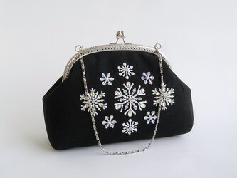 送料無料*雪の結晶*ビーズ刺繍のがま口バッグ(18i-1黒×シルバー口金)の画像