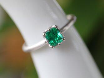 エメラルド指輪の画像