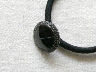 フランスアンティークボタンへアゴム/黒ガラス円形水滴模様(AFB-075)の画像