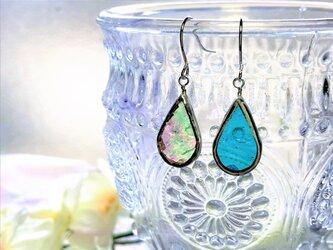 ステンドグラス 雫のピアス~ブルーグリーンと虹~の画像