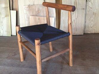 クルミの木の子供椅子の画像