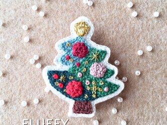 おめかしクリスマスツリーのブローチの画像