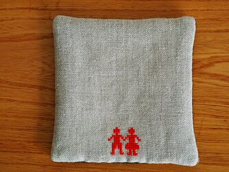 クロスステッチのポット&カップマット*男の子と女の子*赤の画像