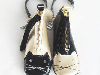 ねこ キラキラお目々とふわふわしっぽの冬季限定 猫 口紅・印鑑が入るバッグチャームの画像