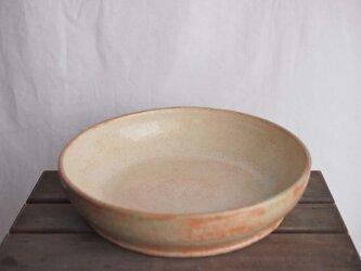 大鉢(淡い黄色に微かな黄緑)の画像