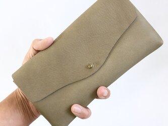 牛シュリンクレザーと牛床ベロアのシンプル長財布[モカ]の画像