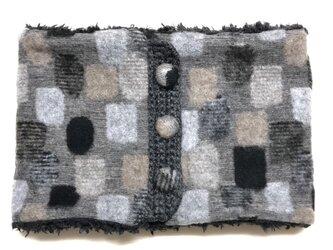ドット幾何学模様(ブラック)+ふわふわプードルファーのネックウォーマーの画像