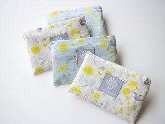 軽いエコバッグ・meadow flowers/白の画像