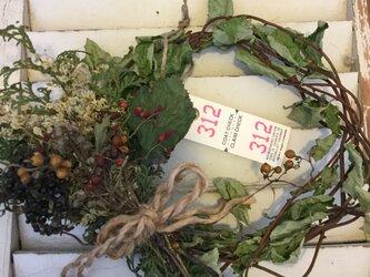 クリスマスお正月も飾れる森の恵みナチュラルリースの画像