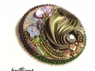 ビーズ刺繍 ブローチ マロンブラウン&カーキ シルク絞りリボンの画像