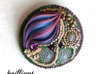 ビーズ刺繍 ブローチ ボルドー シルク絞りリボンの画像