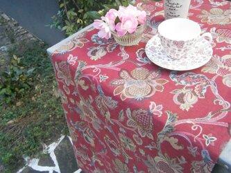 草花柄のテーブルランナーの画像