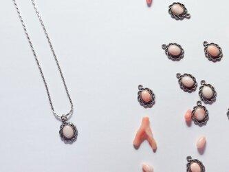 ミルキー♡天然珊瑚のシルバーネックレスの画像