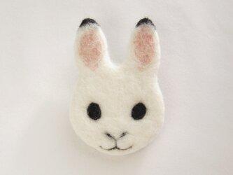 【受注制作】顔フェルトブローチ(雪ウサギ)の画像