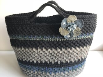 デニムコサ—ジュ付き  ニットバッグの画像