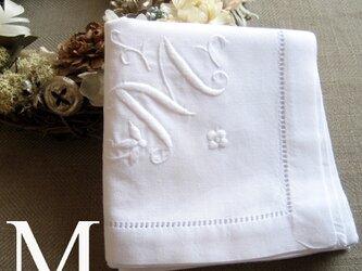 Aging手刺繍イニシャルハンカチ ホワイトMの画像
