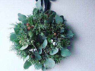 クリスマスのグリーンリースの画像