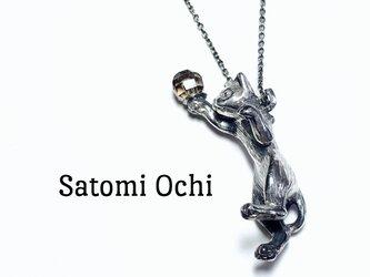 たわむれ猫のネックレス silverの画像