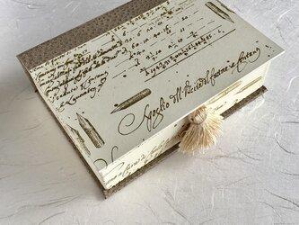 ハガキが入るサイズのブック型BOX(calligraphy gold)の画像