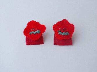 冬色 真っ赤な色花イヤリングの画像