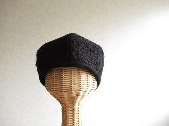 6枚はぎのベレー帽 黒のウール、ブークレーニットの画像