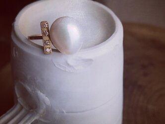 淡水パールとダイヤバーの指環の画像