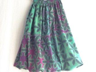 裏地も天然繊維にこだわった雪花絞りバルーンスカート 秋も冬も春夏も着る雪花絞り 緑と紫の画像