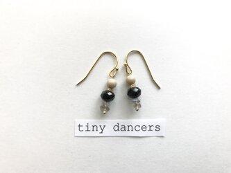 ラブラドライト 天然石 ピアス〈Tiny Dancers:NIGHT RAINBOW〉の画像