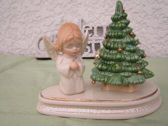 クリスマスにかわいいツリーと天使のかざりの画像