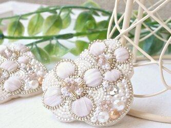 ビジュー×パール×リボンのお花、オートクチュール刺繍のブローチ、リナの画像