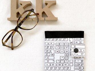携帯 ティッシュケース マスクポケット付き モノトーンの画像