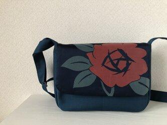 帯バッグ〜赤い花〜の画像