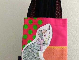 おしゃれな恐竜のバッグの画像