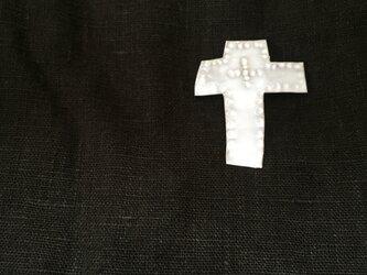 クロスのブローチ(white)の画像