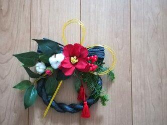 【送料無料】寒椿の黒しめ縄リースの画像