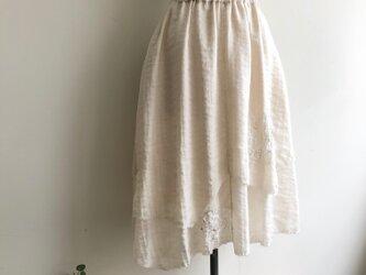 2枚重ねパール系生地 優しく光るスカートの画像