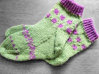 手編み靴下:みどりにむらさきの画像